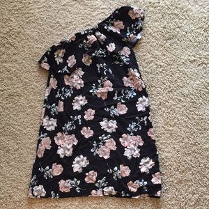 {Francesca's} One shoulder floral dress NWOT